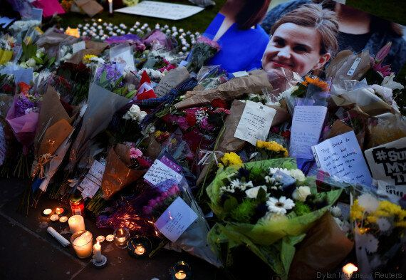 GB: inculpation du meurtrier présumé de Jo Cox, hommage