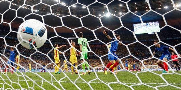 France-Roumanie: Le résumé et les buts d'Olivier Giroud et Dimitri Payet pour le match d'ouverture de...