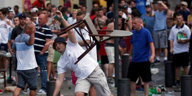 Les incidents entre supporteurs à Marseille rappellent l'autre menace qui pèse sur l'Euro