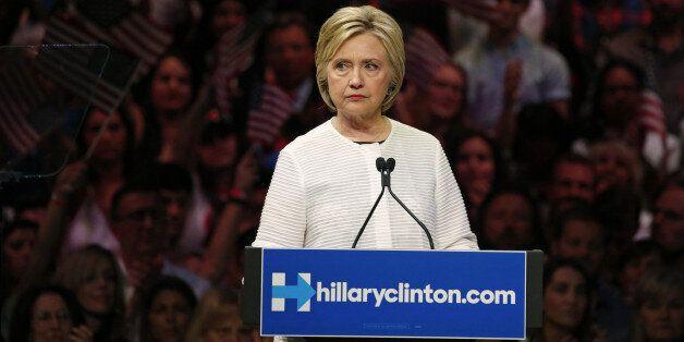 C'est maintenant que ça devient délicat pour Clinton avec
