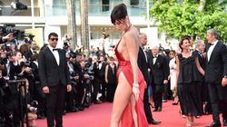 La robe de Bella Hadid laisse peu de place à