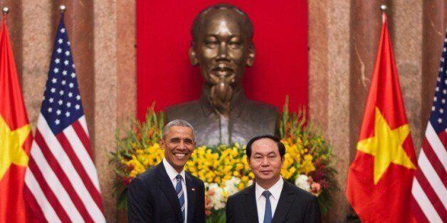 Le président Barack Obama et son homologue vietnamien Tran Dai Quang le 23 mai 2016 au palais présidentiel...