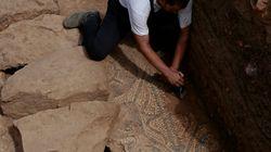 Exposition au Bastion 23 d'objets archéologiques récupérés à la Place des