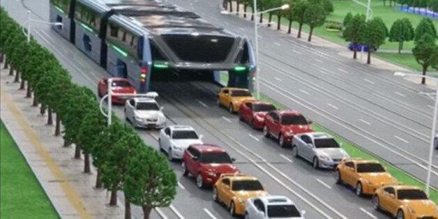 Une société chinoise veut tester un bus géant enjambeur pour réduire les
