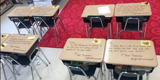 À l'école publique de Woodburry aux États-Unis, Madame Langford laisse des message d'encouragement à...