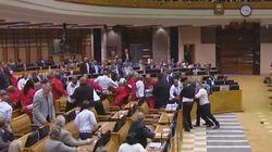 Une violente bagarre éclate au Parlement