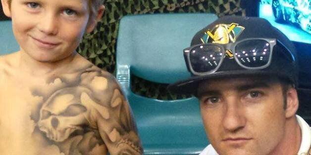 Benjamin Lloyd a promis qu'il tatouerait les enfants de l'hôpital Starship d'Auckland, en