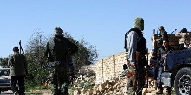 Des membres des forces du gouvernement, le 21 janvier 2014 dans la banlieue de Tripoli ©