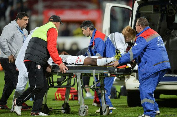 Le camerounais Patrick Ekeng meurt en plein match, report de la finale de la coupe de