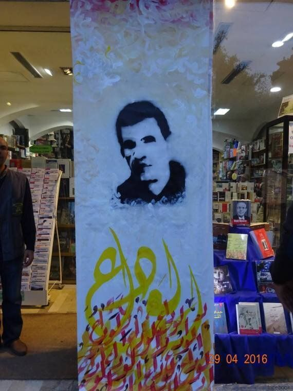 Tunisie: Une musicienne joue du qanûn à l'avenue Habib