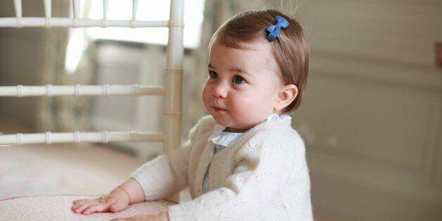 Les premiers pas de la princesse Charlotte dévoilés sur Facebook pour son premier anniversaire