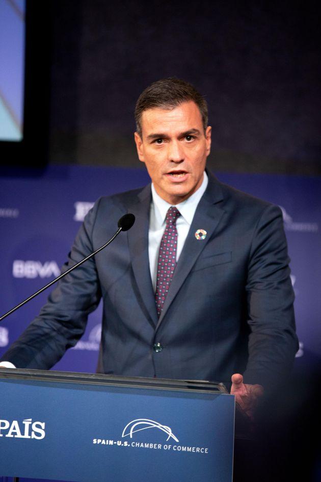 El presidente en funciones del Gobierno español, Pedro Sánchez, habla durante el foro económico