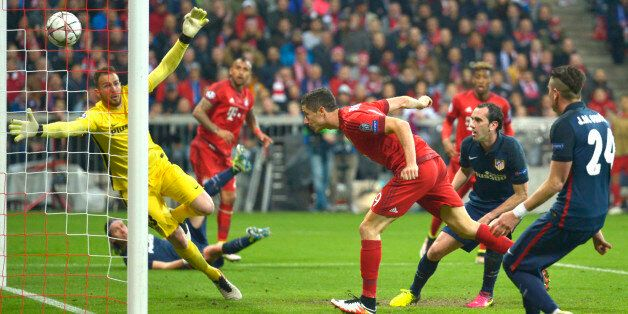 Robert Lewandowski marque son but lors de la qualification de l'Atletico Madrid face au Bayern