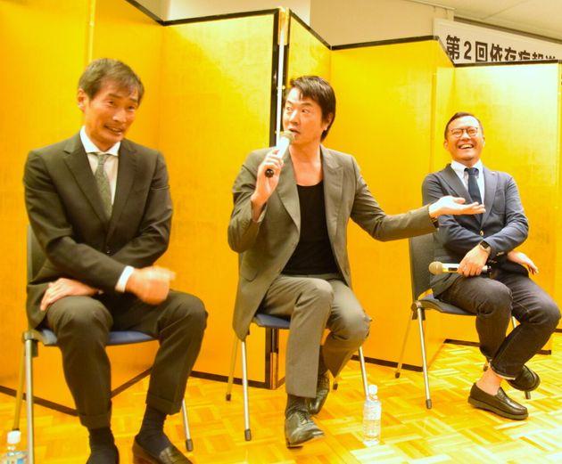 座談会に参加する杉田あきひろさん、高知東生さん、塚本堅一さん