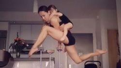 Quand on a une mère qui bosse au Cirque du Soleil, à la maison, ça ressemble à