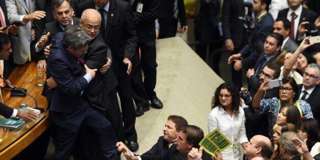 Empoignade au parlement
