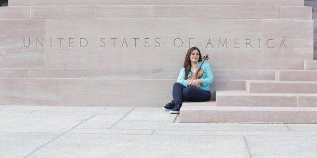 Une violoniste syrienne réfugiée aux États-Unis joue désormais pour la