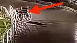 Ινδία: Η «στοιχειωμένη» αναπηρική καρέκλα που πήρε τους δρόμους κι έφυγε μόνη