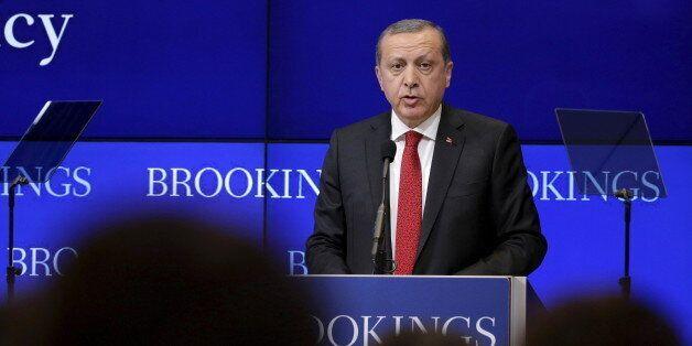 Turkish President Tayyip Erdogan speaks at the Brookings Institute in Washington March 31, 2016. REUTERS/Joshua
