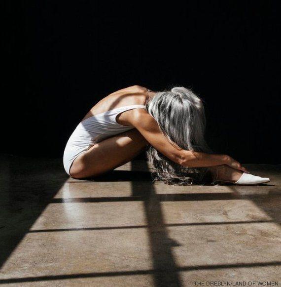 À 60 ans, Yasmina Rossi est mannequin pour des maillots de bain