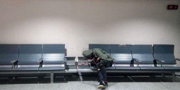 Les conditions d'hébergement des étrangers en rétention à l'aéroport Mohammed V de Casablanca ne prévoient...