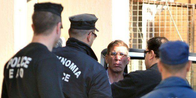 Seif al-Din Mohamed Mostafa, l'Egyptien qui a détourné un avion de la compagnie EgyptAir, arrive au tribunal...