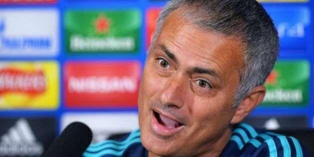 Football: Mourinho a signé un précontrat avec Manchester United, selon El