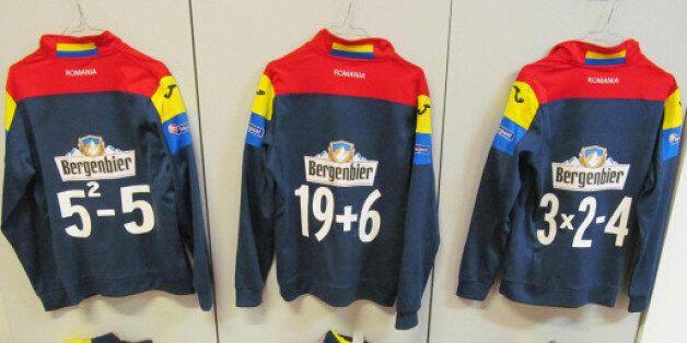 Les maillots d'entrainement de l'équipe de football de Roumanie lors de son match contre l'Espagne le...
