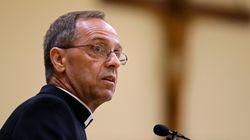 바티칸이 동성애자 교사를 채용한 가톨릭 학교를 처벌하는 법령을