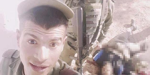 Tunisie: Un selfie morbide de présumés militaires tunisiens avec des terroristes morts agite le
