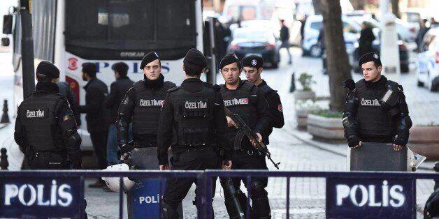 Attentat suicide à Istanbul: quatre morts, dont le kamikaze, et 20 blessés