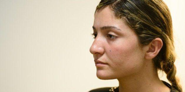 Nihad, une Irakienne yazidie de 16 ans kidnappée par l'organisation Etat islamique, s'exprime lors d'un...