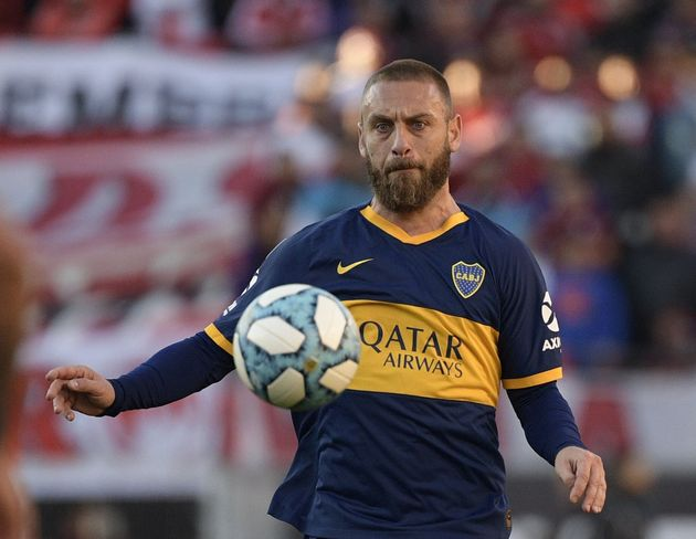 Boca Juniors' Italian midfielder Daniele De Rossi controls the ball during the Argentine Superliga first...