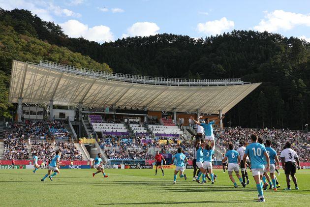 釜石のW杯初戦、子どもたちが世界に感謝の巨大フラッグ「津波のときはサポートをありがとう」