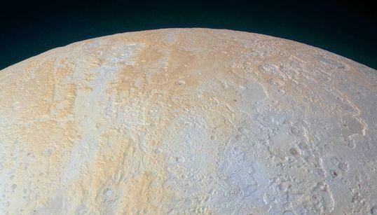 Les canyons gelés de Pluton se