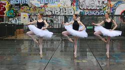 La musique sur laquelle ces danseuses bougent n'a rien de