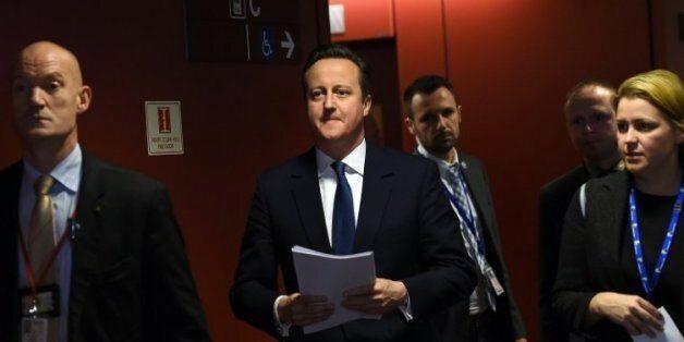 Royaume Uni: Cameron présente au parlement l'accord