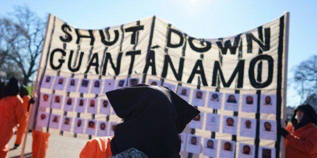 Des manifestants réclament la fermeture de la prison de Guantanamo, le 11 janvier 2016 en face de la...