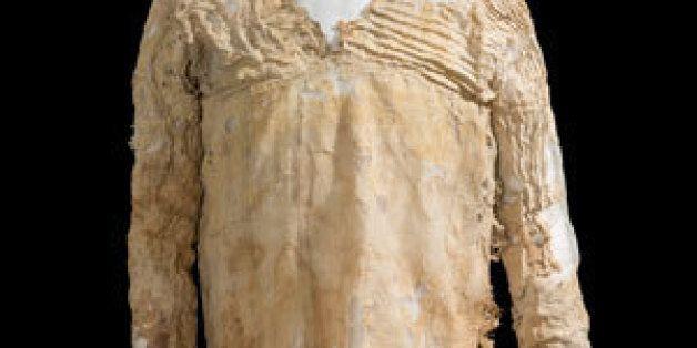 Découverte de la robe Tarkhan, plus vieille robe au monde dans un cimetière en