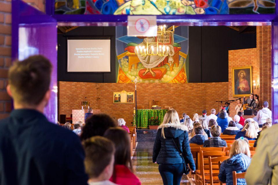 Από το κυριακάτικο πρωινό στη Θεία Λειτουργία στα πολωνικά/ Ιερός Ναός της Καρδίας του Χριστού