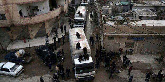 Un convoi d'aide humanitaire à son arrivée le 23 février 2016 à Kafra Batna localité rebelle de la périphérie...