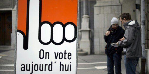 Panneau incitant à voter, lors d'une élection le 18 octobre 2015 à Fribourg en