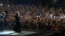 Quand Adele aide une fan à faire sa demande en
