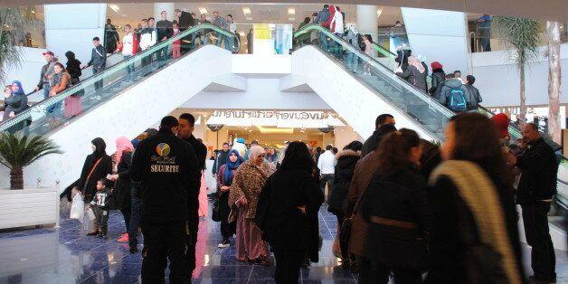 Au Park Mall de Sétif, entre acheteurs séduits et de très nombreux flâneurs