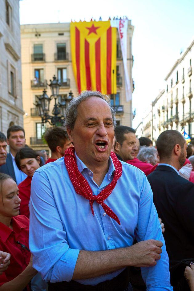 El presidente de la Generalitat, Quim Torra, participa en uno de los castells en la Jornada Castellera...