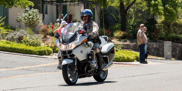 Un officier de la California Highway
