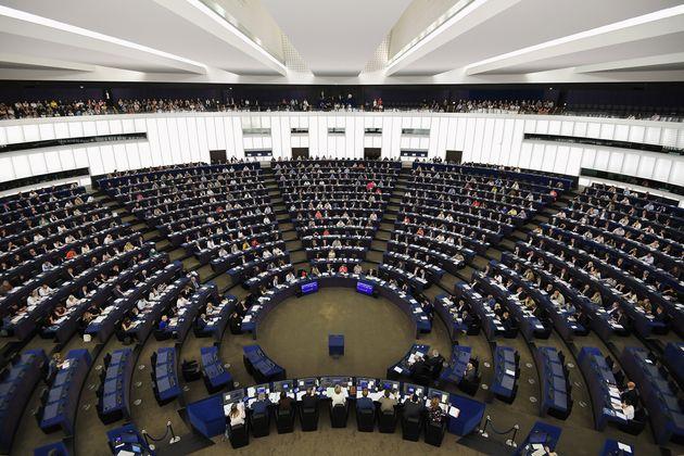 Sassoli impugni il documento revisionista votato dagli