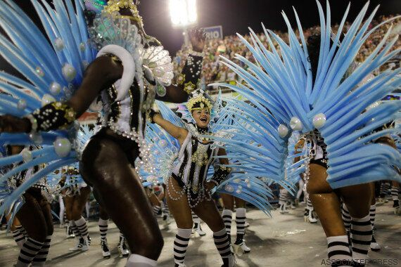 Carnaval de Rio: entre samba et répulsif à moustiques, les défilés ont
