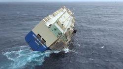 Les images spectaculaires d'un cargo en perdition