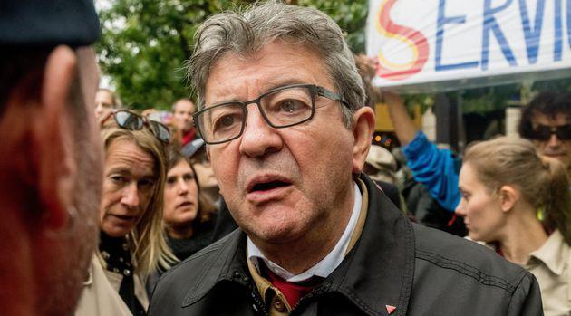 Jean-Luc Melenchon lors d'une manifestation contre la réforme des retraites à Paris mardi...